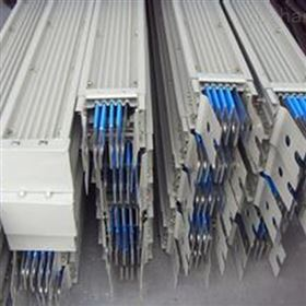 瓦楞型母线槽结构