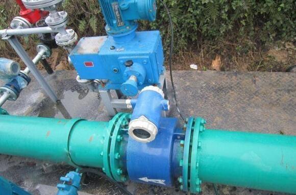 电磁污水流量计的现场安装图